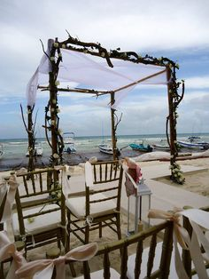 CBG166 Weddings Riviera Maya Arch, huppa, gazebo with branches, twig and roses / bodas gazebo o arco con varas de madera y rosas