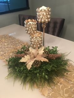 Thinking about easy and cheap christmas centerpiece ideas that you can do by yourself? Look here for some of the easiest Christmas centerpiece ideas. Cheap Christmas, Christmas Wine, Christmas Candles, Simple Christmas, Christmas Wreaths, Christmas Crafts, Christmas Christmas, Christmas Table Centerpieces, Christmas Tablescapes