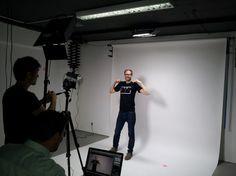 Ende letzten Jahres haben wir alle TWTler aufgerufen, ihr ultimatives #Nerd-Shirt zu designen. Die zahlreichen Vorschläge des internen Contest sind nun gedruckt und werden heute via #Video im TWT TV-Studio zum Leben erweckt.  Das Ergebnis könnt Ihr in Kürze sehen. :)