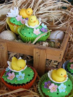 Peanut Butter & Chocolate Cheesecake Easter tulips New hatched chicken cupcakes Love Cupcakes, Easter Cupcakes, Easter Cookies, Yummy Cupcakes, Easter Treats, Cupcake Cookies, Spring Cupcakes, Easter Food, Easter Table