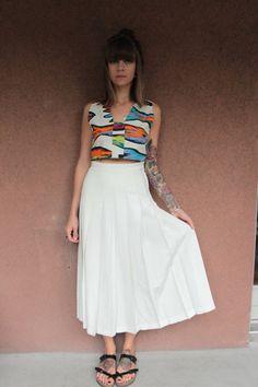 ➸Description: Beautiful high waisted maxi white skirt, side button, metallic zip. Condition: Excellent  ➸ Measurements: Size Xs (All Measurement are taking flat)  Us: Waist 13 / Length 33 Eu: Waist 32.5 / Length 83.5cm -----------------------------------------------------------------------------   ➸ More: Visit the shop : https://www.etsy.com/shop/bazvintage?ref=hdr_shop_menu  Please, read our polices https://www.etsy.com/shop/bazvintage...