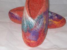 Zapatillas de lana de Merino de Nueva Zelanda con fibras shine, detalles con seda y bambú.
