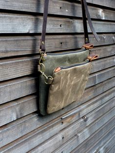 waxed canvas day bag/ small messenger bag/ kangaroo bag with waxed leather shoulderstrap by treesizeverse Tote Bags, Backpack Bags, Waxed Canvas, Canvas Leather, Jute, Leather Purses, Leather Wallet, Foldover Crossbody Bag, Types Of Purses