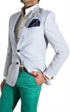 light Blue seersucker suit with navy pocket square. Green trousers Tienda Online Silbon: Moda de hombre y ropa online: Blazer, Camisas. Preppy Mens Fashion, Look Fashion, Fashion Outfits, Fashion Men, Sharp Dressed Man, Well Dressed, Looks Style, My Style, Look Blazer
