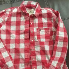 Hollister. Long sleeve.. Soft and great condition Size large Hollister Tops Button Down Shirts
