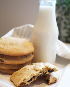 So easy and delicious! My new favorite recipe! Easy Chocolate Chip Cookies, Little Kitchen, Granola, Chips, Favorite Recipes, Desserts, Food, Tailgate Desserts, Deserts