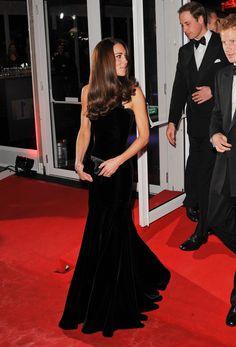 Love this elegant dress, she always looks perfect!