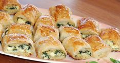 Healthy Snacks For Kids Spinach and Ricotta rolls, perfect for toddler snacks, party food, kids parties or just for fun! Savory Snacks, Healthy Snacks, Baby Food Recipes, Cooking Recipes, Puff Pastry Recipes, Toddler Snacks, Appetisers, Relleno, Appetizer Recipes