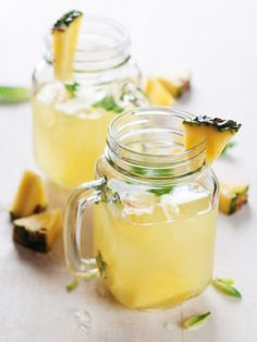 Ananaswasser: Das leckerste Wundermittel gegen Cellulite und Fett The nutrients of the pineapple promote digestion and detoxify .: Pineapple water is the new wonder cure for cellulite and fat. And incredibly delicious! Smoothie Drinks, Detox Drinks, Healthy Drinks, Smoothies, Healthy Recipes, Healthy Life, Healthy Eating, Healthy Nutrition, Summer Drinks