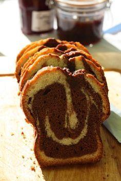Il y a des gâteaux qui me font replonger directement en enfance, le gâteau au yaourt, le flan pâtissier ou le marbré au chocolat. Ce n'était pas la version fait maison que j'aimais, mai…