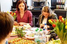 Za oknami nadal śnieg ale na stole pojawił się znak wiosny - piękne tulipany.