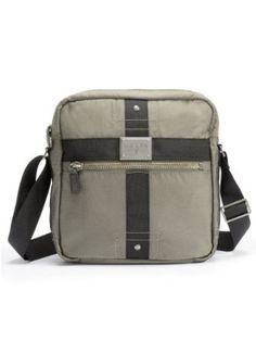 Nylon cross-body daypack. Tan cómodo que puedes usarlo durante todo el día.