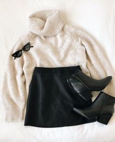 outfits outfits for school outfits with leggings outfits with vans outfits with black jeans Winter Fashion Outfits, Fall Winter Outfits, Teen Fashion, Autumn Winter Fashion, Summer Outfits, Ootd Fashion, Gothic Fashion, College Outfits, Outfits For Teens