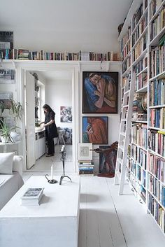 Bookshelves eclectic home office Home Library Design, House Design, Library Ideas, Casa Milano, Design Living Room, Living Area, Home Libraries, Swedish House, Deco Design