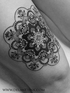 anali-de-laney-tatuagens-femininas-aquarela-pontilhismo-portrait-underboobs-tattoodo-br (7)