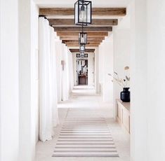 TGIF! 🙌🏻 This statement of a hallway is giving us some major inspiration for a ✨ 70 foot ✨ long hallway we have in one of our projects. This is stunning, right?! @m.elle.design shared by @beckiowens #inspirationfriday #kmidesignstyle