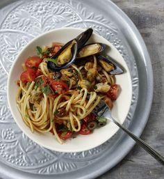 Hier vereinen sich cremige Miesmuscheln, Tomatensauce, schwarze Oliven und frische Kräuter. Bella Italia von ihrer leckersten Seite.