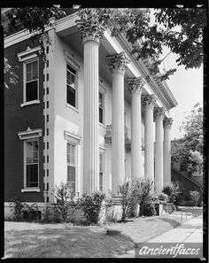 Murphy House and other family and vintage photos from the past. Put faces to the names of your loved ones at AncientFaces. Old Southern Homes, Southern Plantation Homes, Plantation Style Homes, Southern Mansions, Southern Plantations, Southern Style, Greek Revival Architecture, Southern Architecture, Classical Architecture