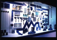 visual merchandising job description Want to work in retail? Visual Merchandising jobs could be for you . Window Display Retail, Window Display Design, Retail Windows, Store Windows, Visual Merchandising Jobs, Fashion Merchandising, Retail Merchandising, Retail Store Design, Shop House Plans