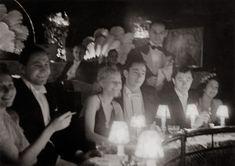 Fotó: Szöllősy Kálmán: Vendégek az Arizona mulatóban, 1930-as évek, 12×17 cm © Magyar Nemzeti Múzeum Történeti Fényképtár