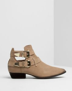 :CUT-OUT LEATHER ANKLE BOOTS
