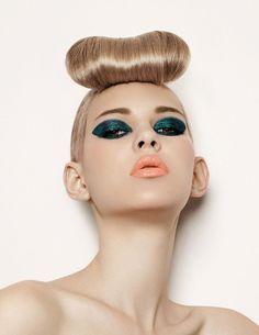 #xmas #nye #new #years #eve #Christmas #stylish #beauty #make #up #style #hair #green #blue #eyeshadow #orange #lips