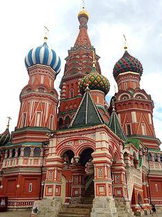 【世界で最も素敵な瞬間】モスクワ・赤の広場にそびえる美しい教会、聖ワシリー大聖堂の夜景