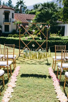 Colorful and modern Palm Springs wedding ceremony backdrop. Chiavari chairs. Flower backdrop.  | Palm Springs Wedding | Lovelyfest Event Design