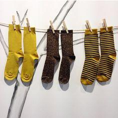 Tendance du jour : les #chaussettes moutardes ! #nicoli #socks #accessoires #toplook #style #musthave #mode