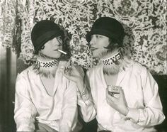 Dolly Sisters Seated1924