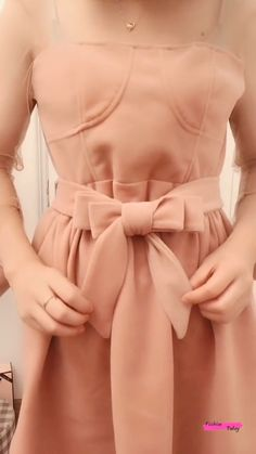 Diy Clothes Life Hacks, Diy Clothes And Shoes, Clothing Hacks, Diy Clothes Videos, Diy Belt For Dresses, Stylish Dresses, Fashion Dresses, Ways To Wear A Scarf, How To Wear Scarves