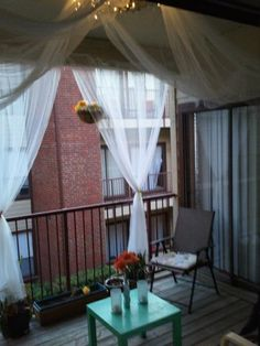 luv luv this porch idea - especially for cold-feeling apartment porches!luv luv luv this porch idea - especially for cold-feeling apartment porches! Apartment Porch, Apartment Balcony Decorating, Apartment Balconies, Cool Apartments, Apartment Living, Apartment Curtains, Apartment Hunting, Living Rooms, Porches