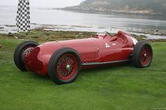 1937 Alfa Romeo 12C en un modelo que da para quedarse horas apreciando...