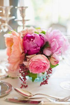 Beliebte Blumen im Frühling sind die Pfingstrosen