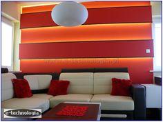 Oświetlenie LED w formie taśm na ścianie.