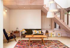 이미지 출처 http://inspiringinteriorsideas.com/pictures/2014/10/Phenomenal-Modern-Coffee-Table-decorating-ideas-for-Alluring-Living-Room-Contemporary-design-ideas-with-award-winning-brick-brightly-colored-rug-Brownfild-Site-colorful-rug-danish-modern.jpg
