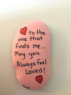 Best Easy Painted Rocks Ideas For Beginners (Rock Painting Inspirational & Stone Art) Rock Painting Patterns, Rock Painting Ideas Easy, Rock Painting Designs, Pebble Painting, Pebble Art, Stone Painting, Painted Rocks Craft, Hand Painted Rocks, Painted Stones