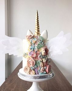 Unicorn Cakes Do Exist and Theyre Downright Whimsical and Adorable Unicorn Party Ideas Brownie Desserts, Oreo Dessert, Mini Desserts, Dessert Food, Pretty Cakes, Beautiful Cakes, Amazing Cakes, Unicorn Foods, Unicorn Cakes
