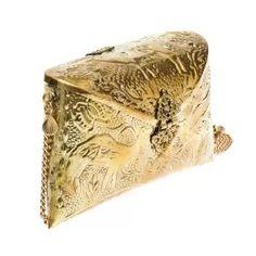 Bolsa Flora Dourado Onyx & Shell  - Bolsa Flora Dourada da marca Onyx and Shell    Bolsa revestida em metal dourado  Detalhe por desenhos étnicos em toda a bolsa  Possui formato envelope com fechamento na parte frontal