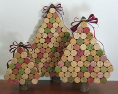 Wine Cork Christmas Trees, would be great as pumpkins too! Too bad I have no way of getting the corks to make these, haha.