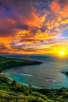 The most beautiful part of nature is the sunset & the sunrise. Check out these 50 most beautiful sunset and sunrise photography. The below pictures are for those who are very attached to the nature. Beautiful World, Beautiful Places, Beautiful Scenery, Most Beautiful Images, Beautiful Nature Wallpaper, Peaceful Places, Amazing Photos, Landscape Photography, Nature Photography