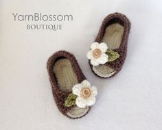 CROCHET PATTERN Peekaboo Baby Shoes 4 sizes by YarnBlossomBoutique