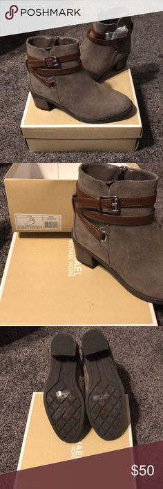 Michael Kors Fawn Ren bootie Michael Kors Fawn Ren boot still in original box- never worn! They are KIDS SIZE I am normally a women's size 6 and these fit great! Lila Outfits, Bootie Boots, Ankle Boots, Michael Kors Shoes, Moccasins, Balenciaga, Booty, Sneakers, Fitness