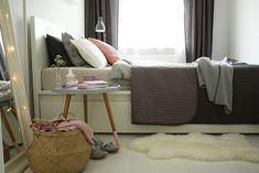 moje wnętrza Falafel, Teak, Throw Pillows, Blanket, Home, Toss Pillows, Cushions, Ad Home, Decorative Pillows