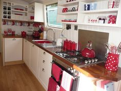 Love this houseboat kitchen