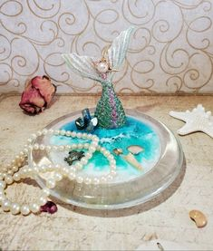 Diy Resin Charms, Diy Resin Art, Resin Crafts, Diy Crafts, Picture Frame Decor, Sea Glass Art, Beach Crafts, Hand Carved, Mermaid