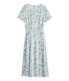 Calf-length dress in patterned viscose with short sleeves with sewn-in turn-ups, a seam with smocking details at the waist and press-studs at the back of