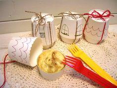 ホームメイドケーキの定番、カップケーキを可愛くラッピングするには?紙コップに簡単なイラストを描いて、入れ物を作りましょう。他のお菓子やプレゼントの包装にも使えるアイデアです。