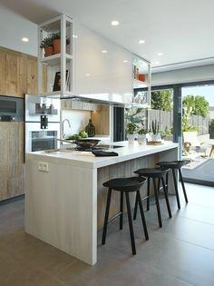 Molins Interiors // arquitectura interior - interiorismo - decoración - casa - cocina - kitchen - isla - mesa - taburete - stool - sala de estar - living room