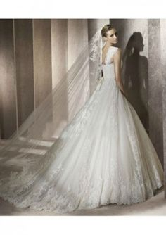 This dress.....my God. Equal parts princessy and lace. Absolutely perfect